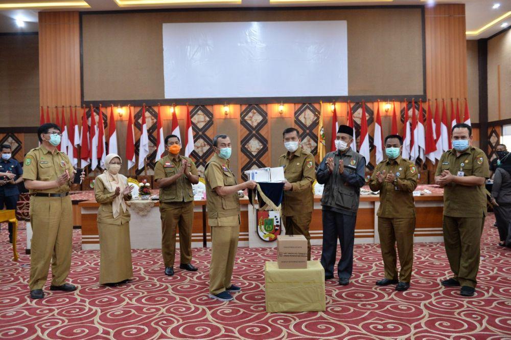 Gubri Serahkan Bantuan Obat Covid-19 Ke Wali Kota Pekanbaru