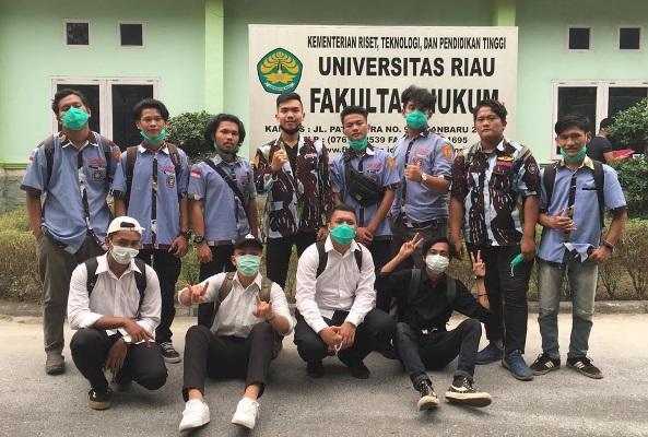 Aksi Sosial Komsat Sapma IPK Unri Membagikan Masker