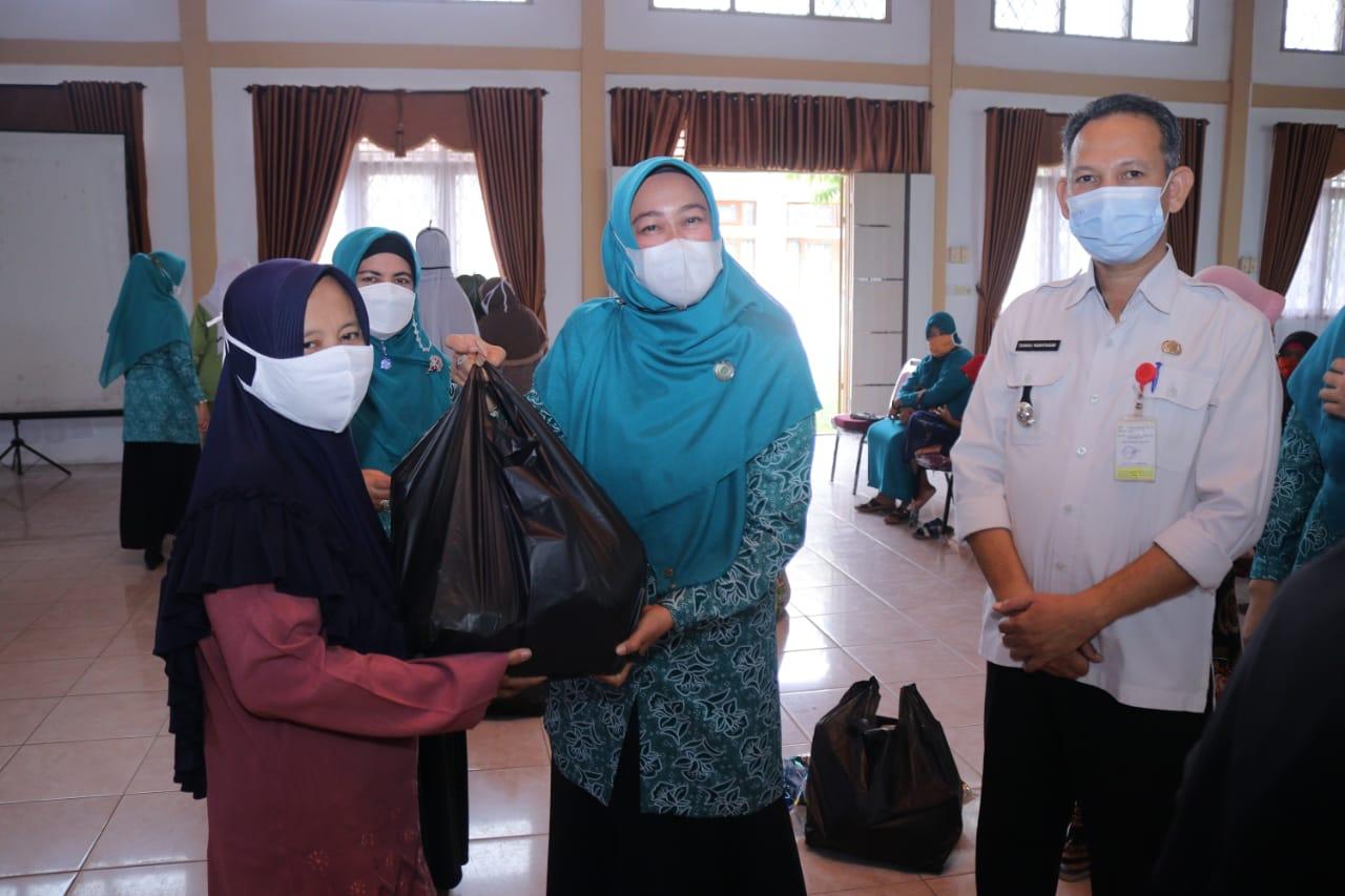 Rasidah Ajak Masyarakat untuk Saling Peduli dan Tolong Menolong dengan Kaum Dhuafa