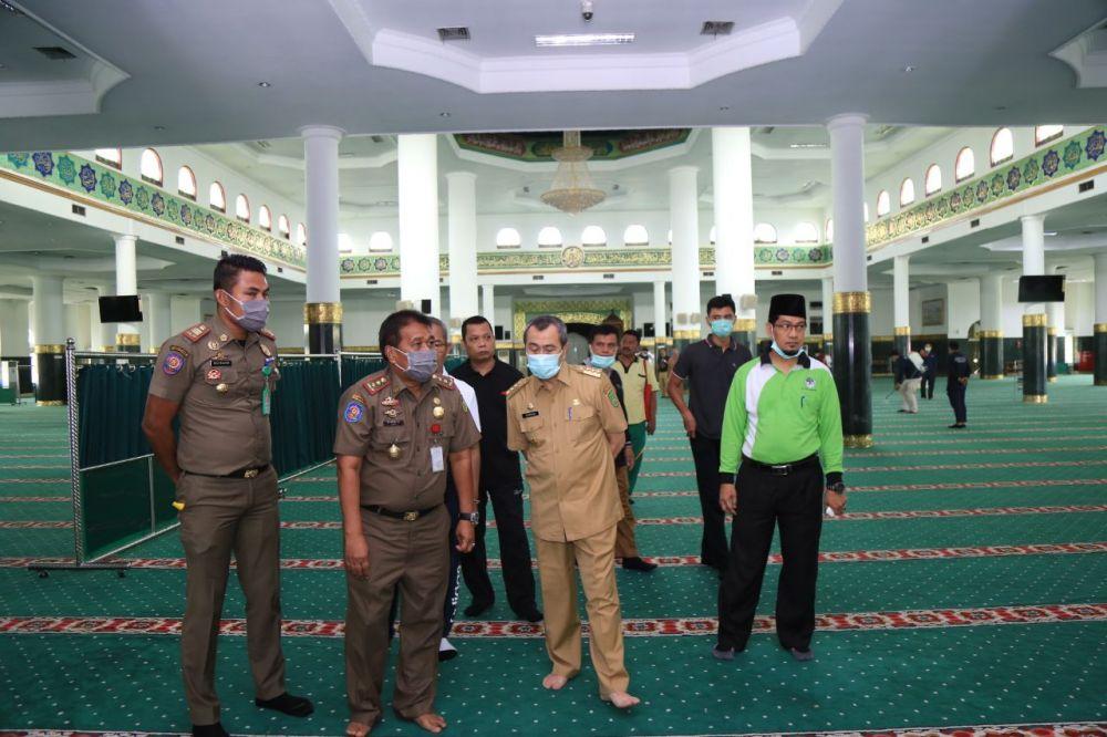 Salat-Zuhur-Berjamaah-di-Masjid-Raya-Annur-dan-Al-Hidayah-Riau-Ditiadakan-Jelang-Sterilisasi.