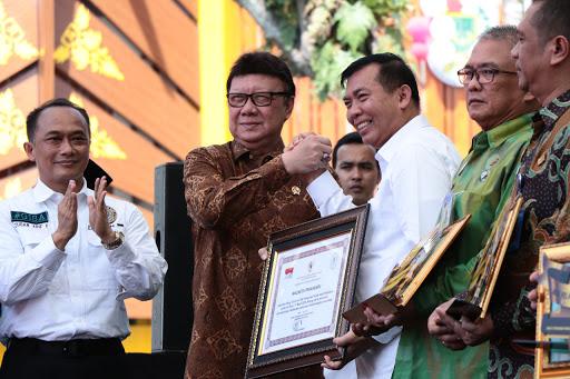 HUT Ke-1 MPP, Wali Kota Pekanbaru Dapat Penghargaan dari MenPAN-RB.