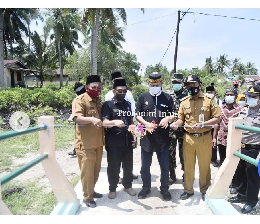 Wabup H.Syamauddin Uti, Resmikan Jembatan Penghubung di Desa Pulau Burung.