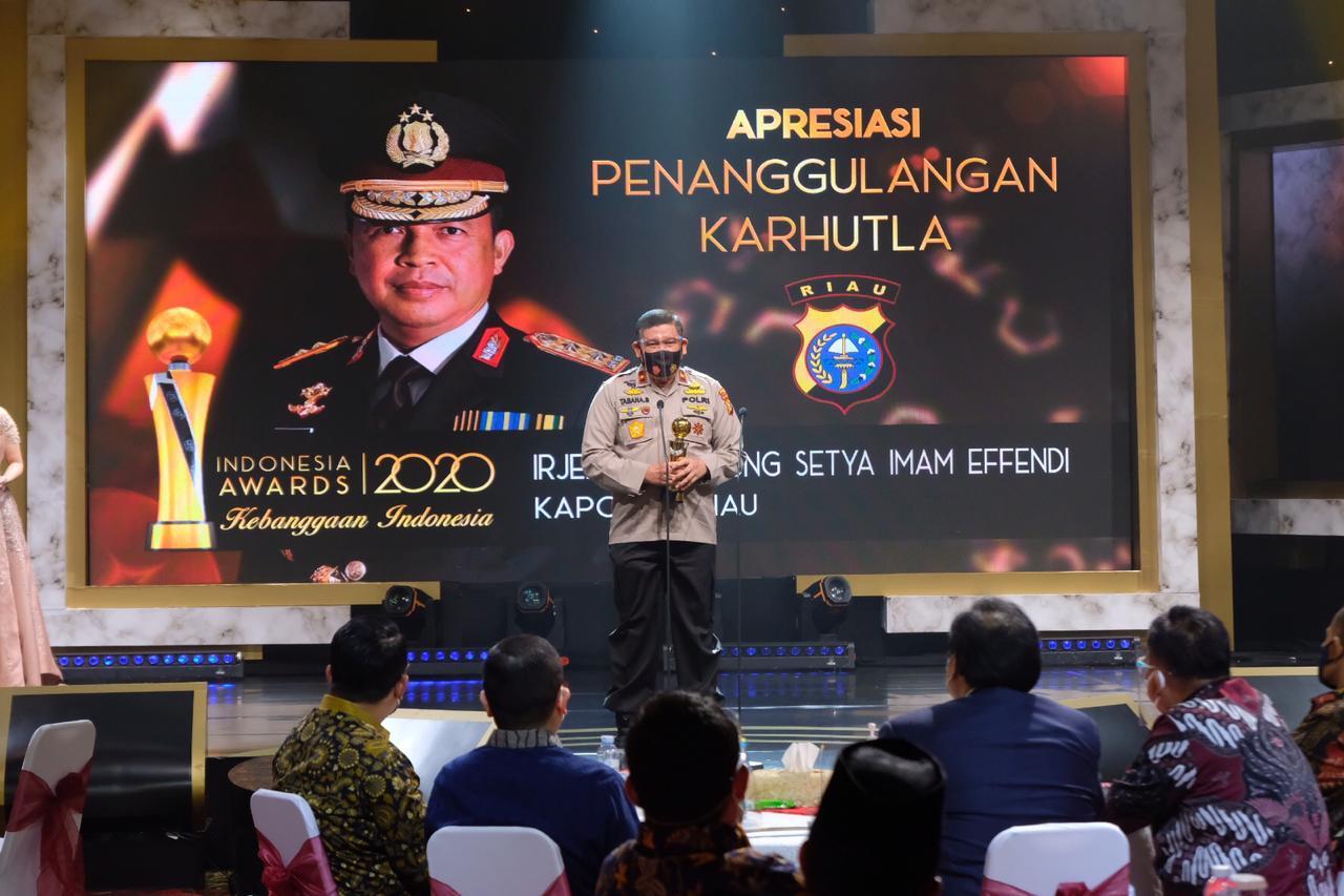 Kapolda Riau Terima Penghargaan Indonesia Award 2020.