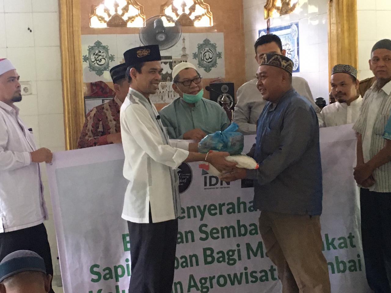 UAS Bersama Yayasan Tabung Wakaf Umat Berbagi Sembako dan Berkurban