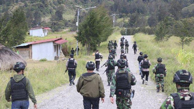 Polisi Sita Ratusan Anak Panah saat Tangkap Camat di Papua