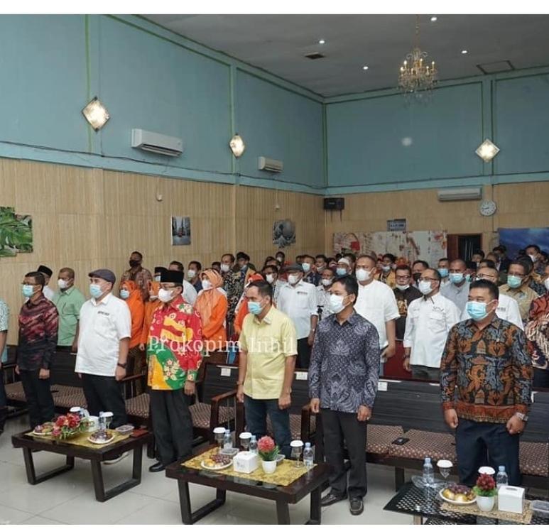 Bupati HM.Wardan Terima Penghargaan Pada Pelantikan PWI dan IKWI Inhil Priode 2020-2023,