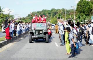 Tiba di Kampung Halaman, Leani di Sambut dan diarak Keliling Kota Bangkinang