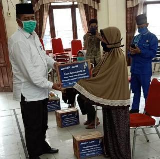 Bupati Siak dan Meneger RAPP bagikan Sembako kepada Warga Kurang Mampu di Kecamatan sungai Apit