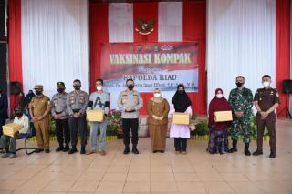 Kapolda Riau  Didampingi Bupati Bengkalis Tinjau Vaksin Kompak