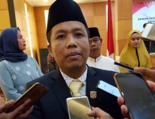 Ketua Dprd Siak Azmi. Ajak Seluruh Anggota Dewan di Siak Pantau Data Penerima Bantuan Terdampak Covi