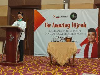 The Amazing Hijrah, Inilah Tausyiah UAS Di Bank Riau Kepri
