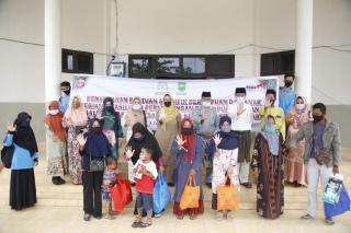 95 Paket Bantuan Spesifik Diserahkan Kepada Perempuan, Anak, dan Lansia di Kabupaten Siak