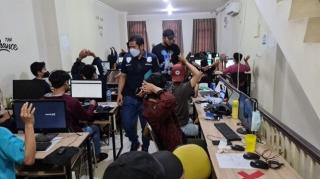 Polisi Gerebek Kantor Pinjol Ilegal di Cingkareng,Puluhan Karyawan Ditangkap
