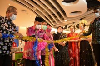 Gerai UMKM Aspekraf Riau Diresmikan Plh Sekdaprov Riau