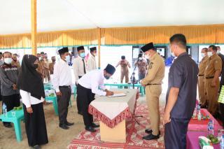 Wabup Rohul H.Indra Gunawan Lantik BPD Periode 2021 - 2027 Dua Desa Berbeda Di Kecamatan Kepenuhan