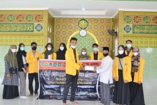 Ormawa FKIP Unilak Bantu Pondok Pesantren Yang Rusak Berat Akibat Semburan Lumpur di Pekanbaru.