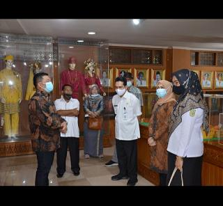 Pemkab Bengkalis Komitmen Perbaiki Rumah Adat Limas di Anjungan Riau TMII
