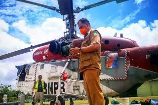 Helikopter Water Bombing Padamkan Kebakaran Lahan di Teratak Buluh