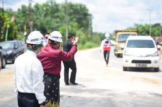 Kado Hut RI ke-76, Bupati Kampar Lakukan  Open Traffic Overpass Jembatan Bangkinang – Petapahan.