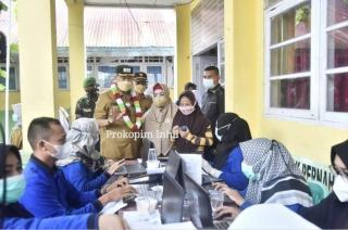 Vaksinasi di SMPN 1 Tembilahan Hulu,Wabup Syamsuddin Uti Berikan Hadiah Door Prize kepada Pelajar.