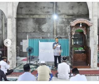 Wabup H.Syamsuddin Uti Shalat Zuhur di Mesjid Besar Al-Falah Sekaligus Silaturahmi dengan Masyarakat