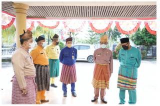 Bupati HM Wardan Tinjau Pelaksanaan Klinik Putri di Kantor Disdagtri Inhil