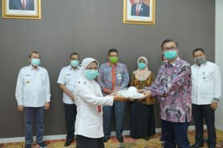Peringati-Hut-Ke-54,-Bank-Riau-Kepri-Beri-Bantuan-1300-APD-Ke-Pemprov-Riau