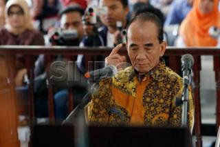 Eks Gubernur Riau Annas Maamun Bebas