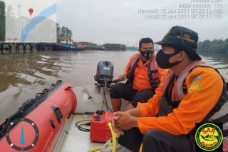 Warga Desa Pinang Sebatang Tenggelam di Sungai Siak, Tim SAR Lakukan Pencarian