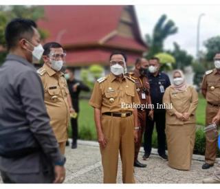 Bupati Inhil HM Wardan Dengarkan Arahan Presiden RI Secara Lansung Penekanan Covid 19
