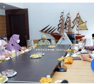 Staf Ahli Bidang Kesra dan SDM, Hj Zulaikhah Wardan Memimpin Rapat Sidang Isbad Nikah