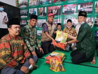 Satu Kaluarga Resmi Jadi Mualaf,Kalimah Syahadat Itu Di Ucapkan Anton di Kantor PBNU Riau