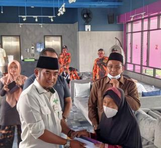 Kyai Said Aqil Siradj dan Waketum DPP SANTAN NU Bantu Bedah Rumah Senilai RP. 15 Juta
