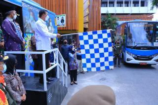 Wali Kota Firdaus Luncurkan Lima Unit Bus Vaksinasi Covid-19 Keliling