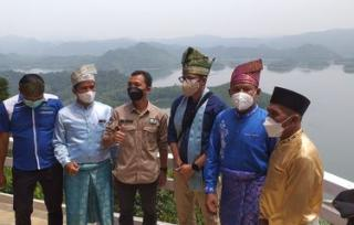 Sambangi Puncak Kompe,Menparekraf:Jika Kangen Raja Ampat ke Riau Aja