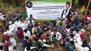UAS Letakkan Batu Pertama Pembangunan Pesantren YTWU, Sekaligus Rayakan Maulid Nabi  dan Berbagi