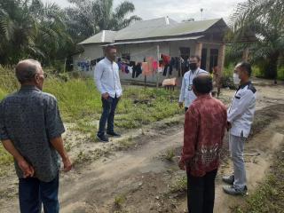 Manager PLN Perawang Bersama Team Tinjau Rumah Warga Yang Belum Tersentuh Aliran Arus Listrik