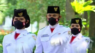 Bangganya Buruh Pabrik di Riau, Putrinya Jadi Paskibraka di Istana Merdeka