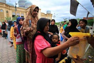 Laz  Al Hilal Berbagi 50.000 Kg  Beras Untuk Anak  Yatim dan Guru Ngaji Terdampak  Covid 19