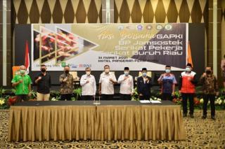 Gubri Teken MoU Rencana Pembangunan Rumah Pekerja Perkebunan Kelapa Sawit di Provinsi Riau
