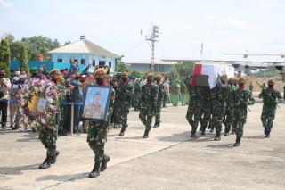 Pesawat TNI AU Bawa Jenazah Pelda Anumerta Rama Wahyudi Tiba di Lanud Roemin Nurjadin