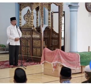 Bupati HM.Wardan Ikut Menyolatkan Jenazah Almarhum H.Ruslan Humas PT.Pulau Sambu Kuala Enok