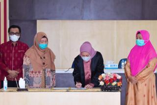 Bupati Inhu Rezita Tandatangani MoU dengan Fakultas Ekonomi dan Bisnis Universitas Riau