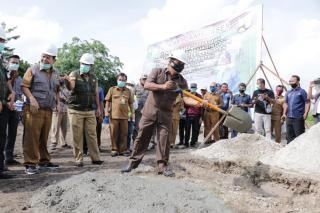Ketua DPRD Siak Azmi Bersama Alfedri Hadiri Petakan Batu Pertama Pembagunan IPA ( INDOOR ) Kapassita
