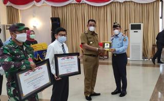 Bupati Rohil Suyatno Terima Piagam Penghargaan dari Kemenkumham