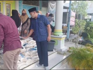 Wakil Ketua I Dprd Siak Fairus Kembali Salurkan Bantuan Paket Beras Untuk Kampung Dayun
