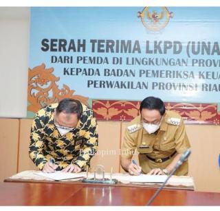 Bupati HM.Wardan Serahkan LKPD Inhil T.A 2020 Ke BPK RI Prov.Riau.