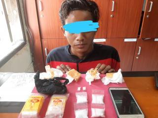 Edarkan Narkotika Jenis Sabu, 2 Orang Pria Ditangkap Satuan Reserse Narkoba Polres Siak.