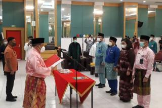 Setdaprov Riau Lantik Pejabat Eselon III dan IV, Ini Pesan Sekda