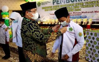 Kakanwil Kemenag Riau Lepas Kontingen Riau ke KSM Tingkat Nasional
